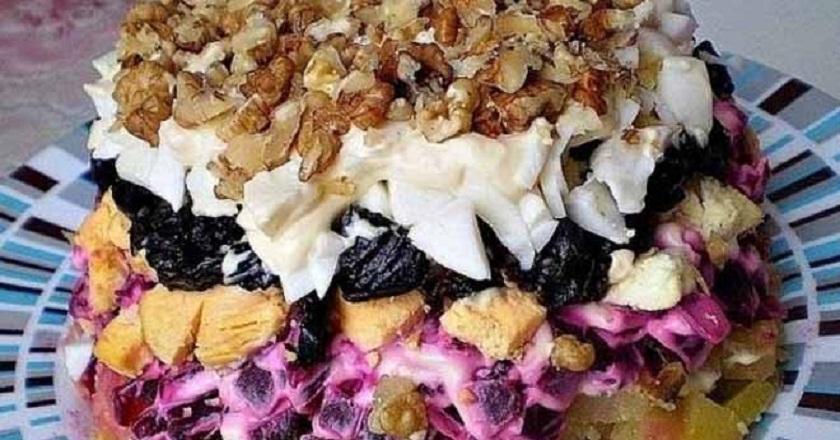 Салат «Графский»: самое лучшее блюдо из отварной свеклы! Шубу больше не готовим. Нарезала, уложила, подала!