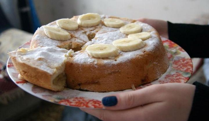 Супер вкусный и простой пирог — шарлотка с яблоками и бананом в духовке