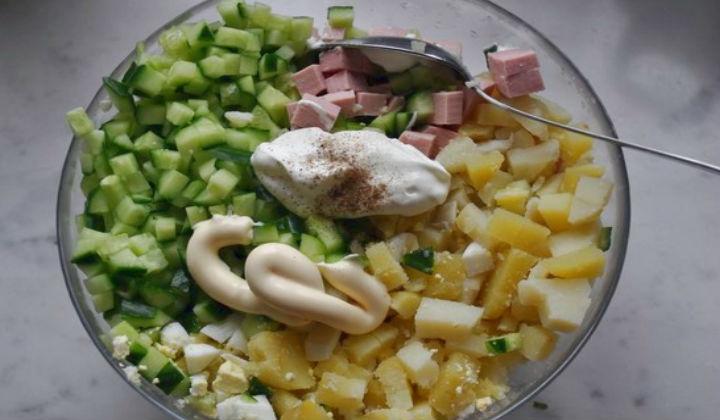 Праздничный салат Оливье с колбасой и свежим огурцом по классическому рецепту