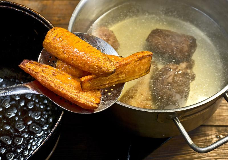 Картошка с мясом и (всенепременно) с красным бульоном