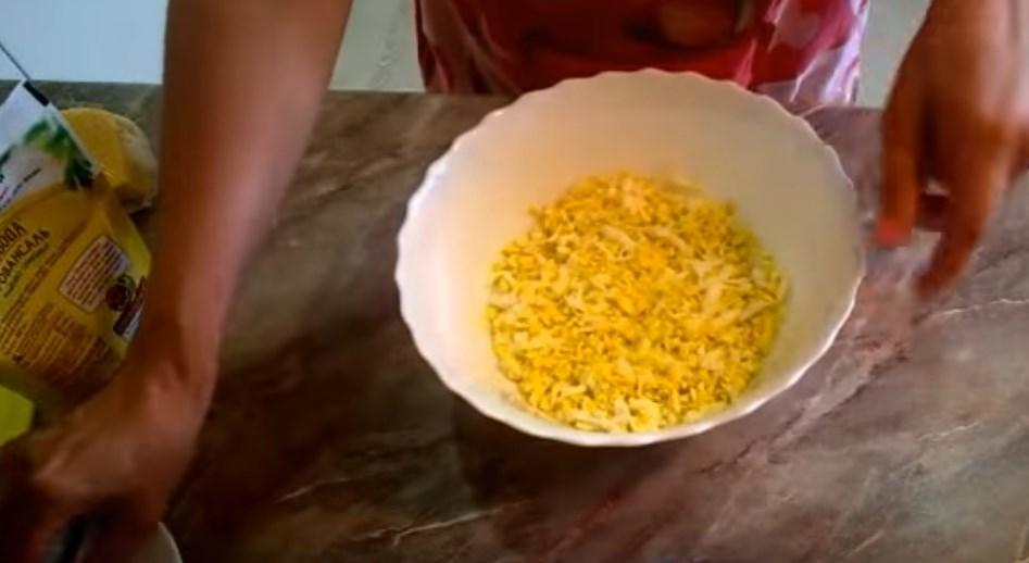 Салат с ананасом и курицей. 6 очень вкусных рецептов