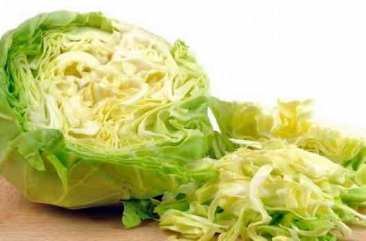 Маринованная капуста — лучшее дополнение к свежей вареной картошечке. Быстро и просто!