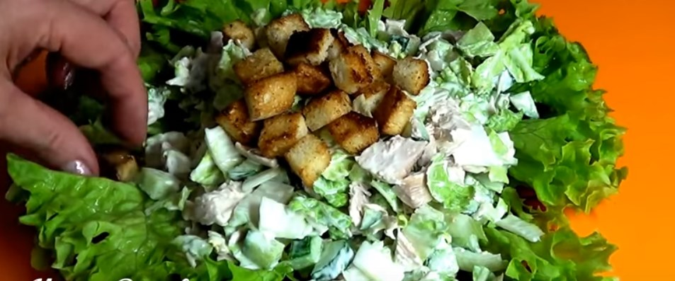 Салат с куриной грудкой: выберите свой простой и вкусный рецепт