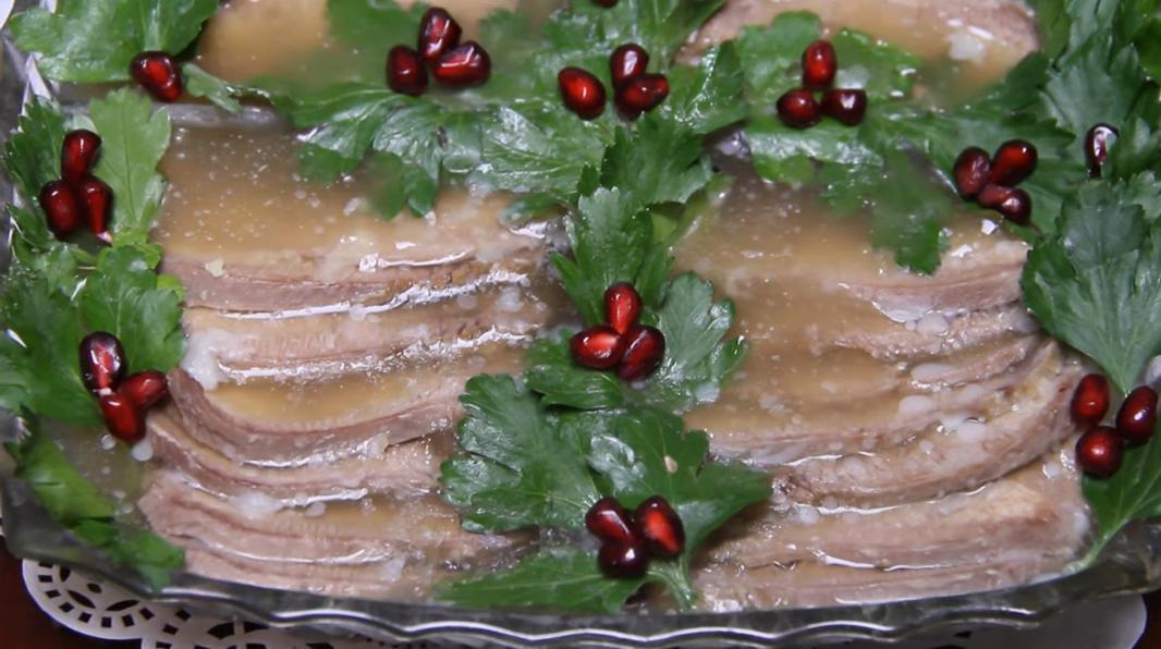 Заливной говяжий язык без желатина – простой и быстрый рецепт!