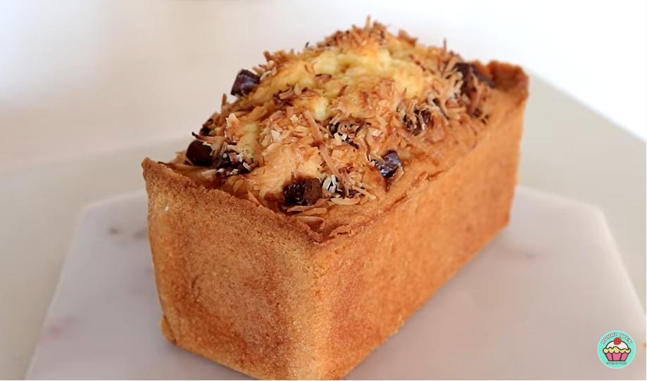 Нежный кокосовый торт с шоколадной крошкой