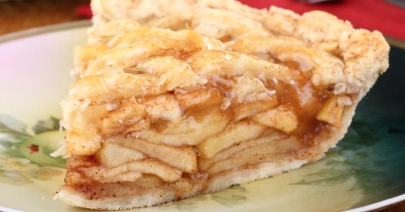 Варшавский яблочный пирог. Минимум возни с тестом: быстро собрал — и в духовку.