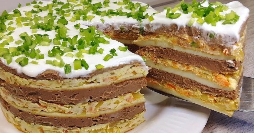 Многослойный закусочный торт, который любой стол сможет сделать праздничным.