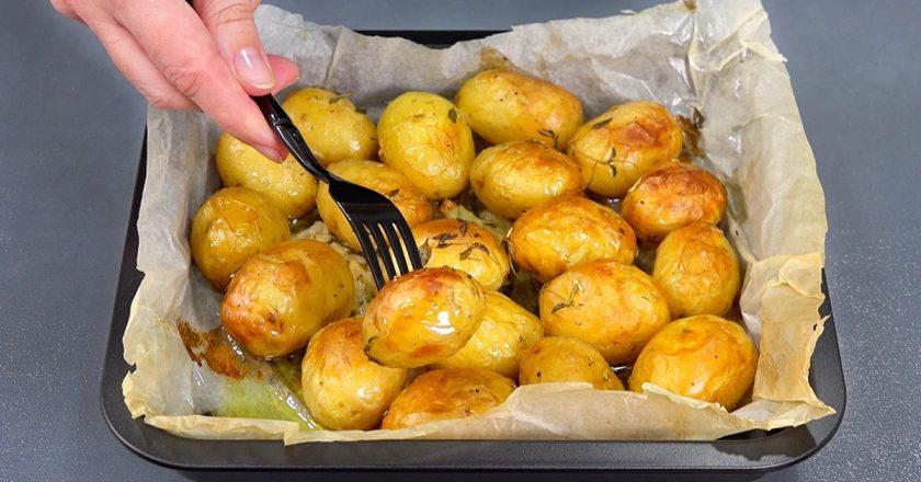 Молодой картофель в духовке. Секрет поджаристости, мягкости и аромата только тут.