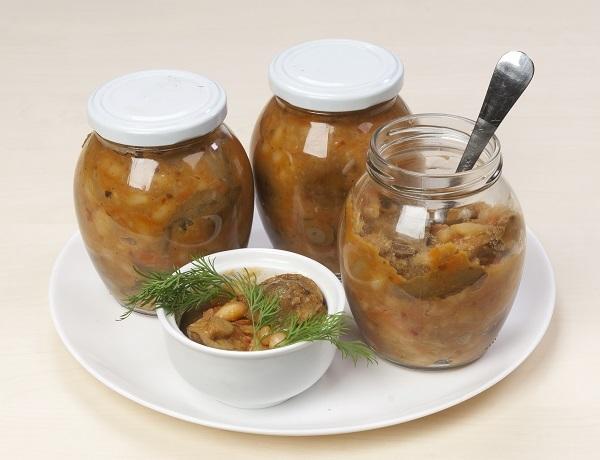 Салат с фасолью и грибами: отличная зимняя заготовка для вас!