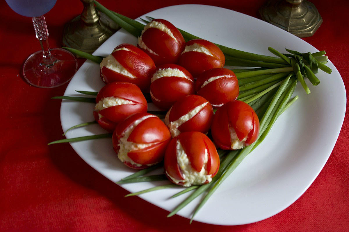 Салат Тюльпаны из помидоров: пошаговый рецепт с фото