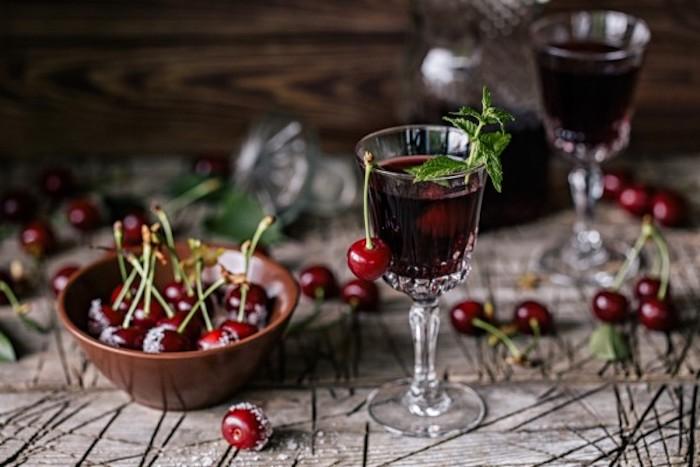 Что сделать с вишней вместо варенья: Идея «для взрослых», которая согреет осенними вечерами