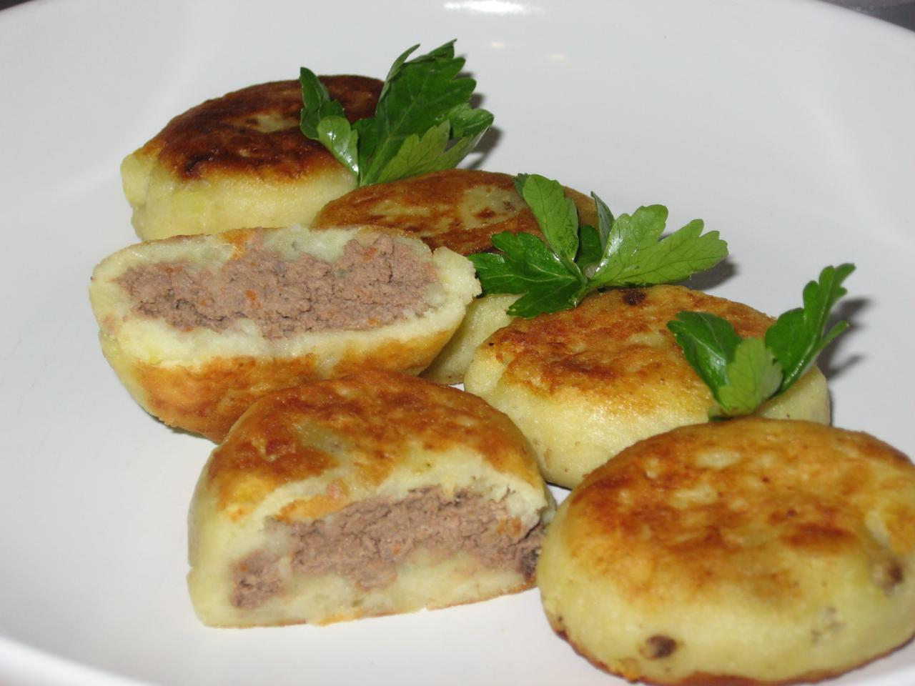 Котлеты из картофеля с печеночной начинкой