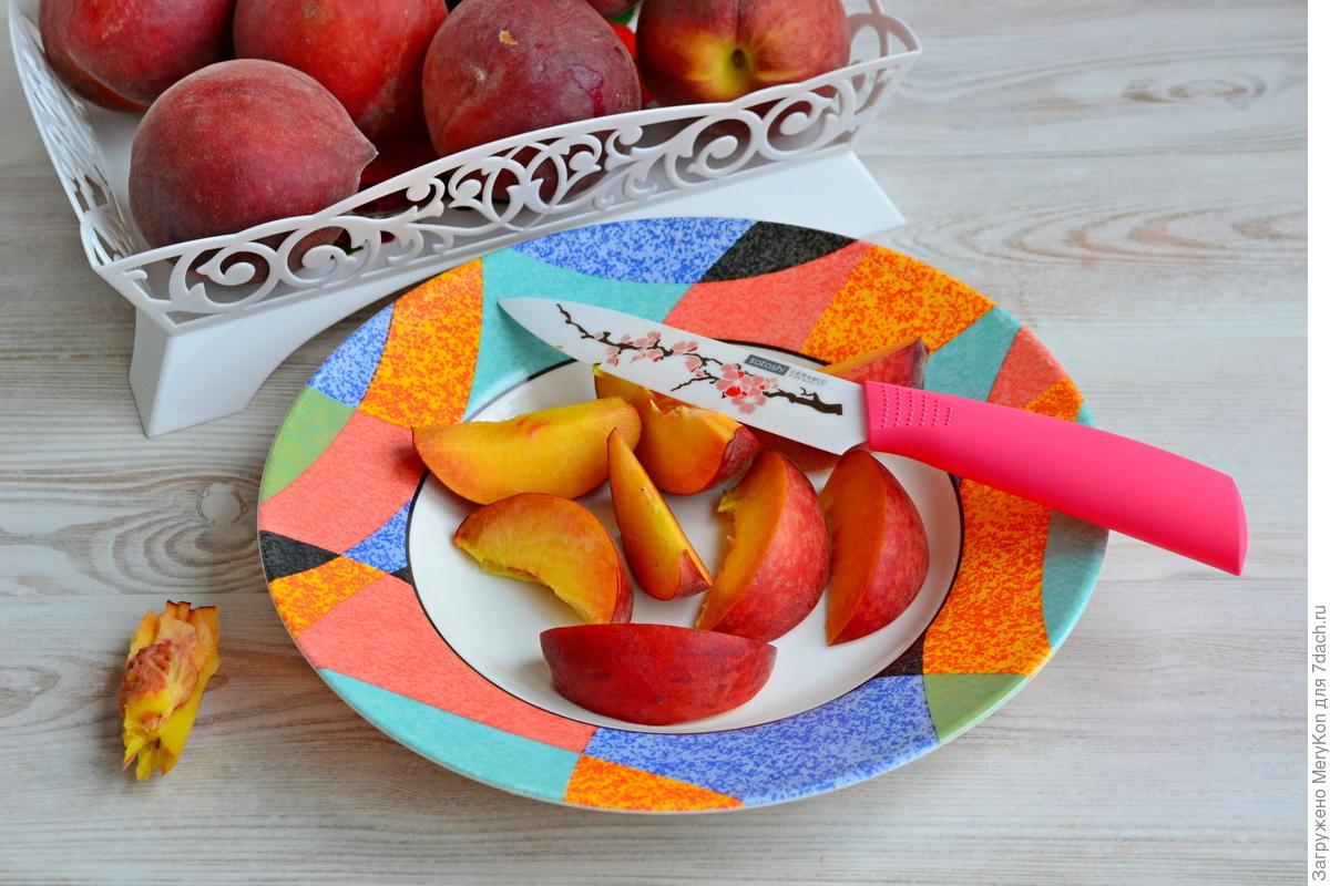 Варенье из красной смородины с персиком и грецким орехом