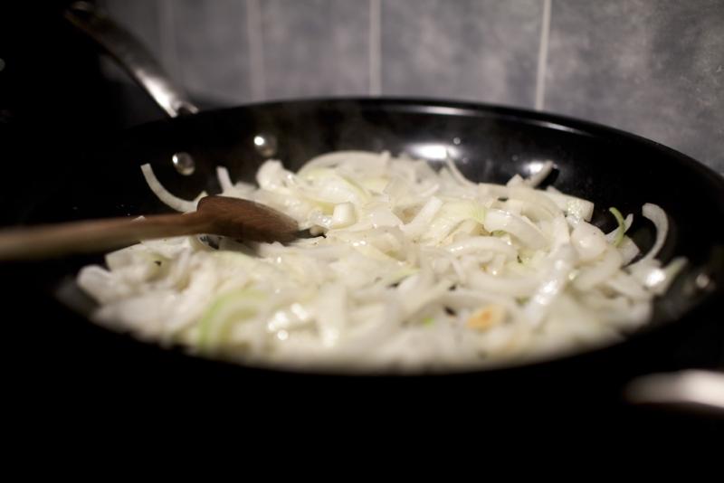 Как приготовить капустную слоенку в духовке