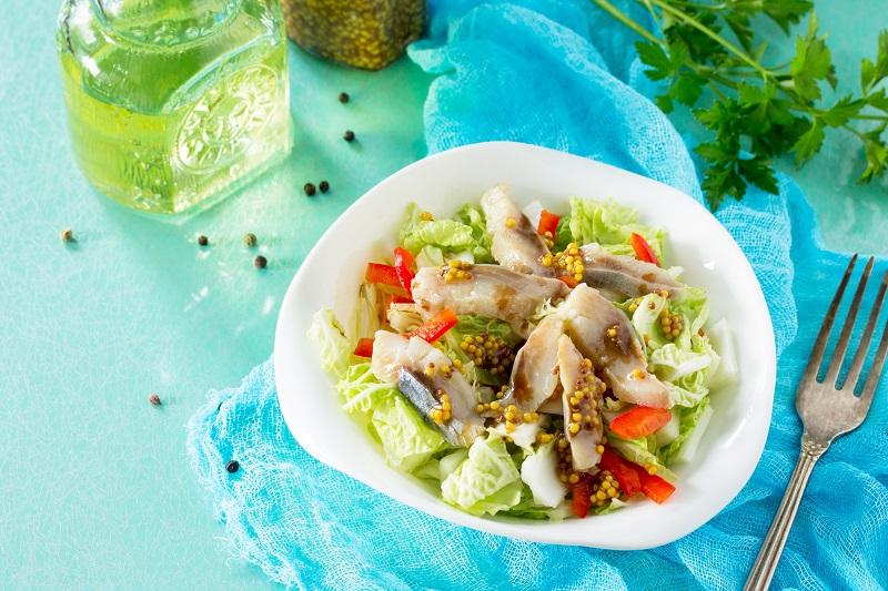 Четырнадцать рецептов закусок и салатов из соленой сельди