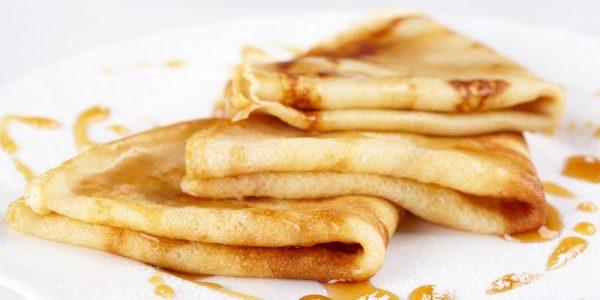 8 рецептов нежных и тонких блинов. Приготовьте их на молоке, кефире, сметане или воде, с яблоком и даже без муки.