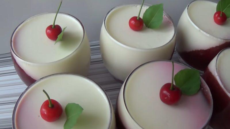 Легкий, вкусный и не сложный десерт — вишнёвая панакота в стакане