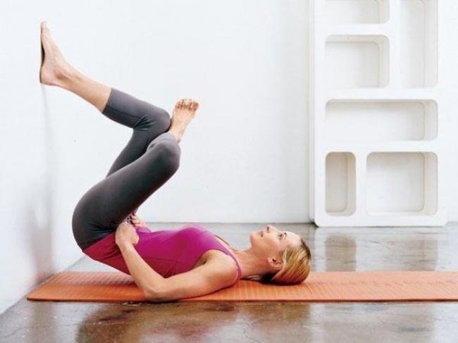 5 упражнений для подтяжки тела, в которых нужно только отдыхать!