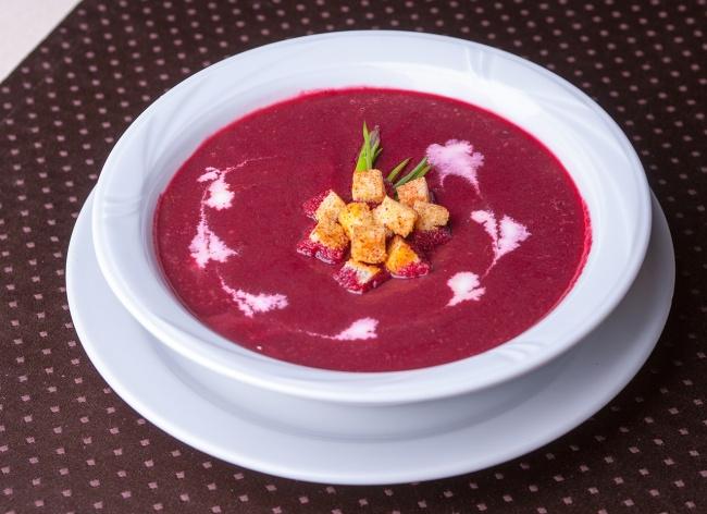 Легкий и низкокалорийный свекольный суп